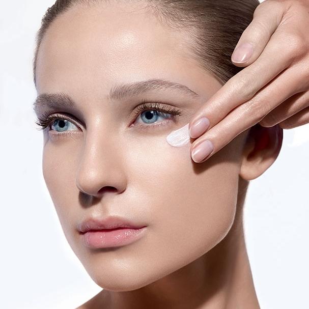 Atjauninamoji procedūra akių kontūrui Institut Esthederm Paris Lietuvoje